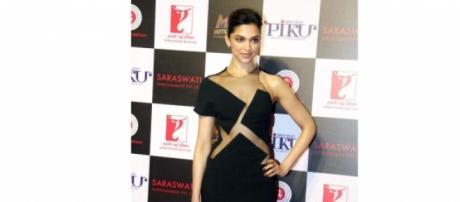 Deepika Dazzles at Piku bash in her black gown