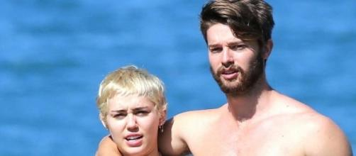 Patrick no supera la ruptura con Miley