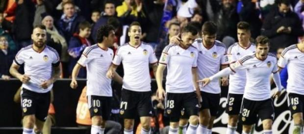 El Valencia celebra un gol en Mestalla.