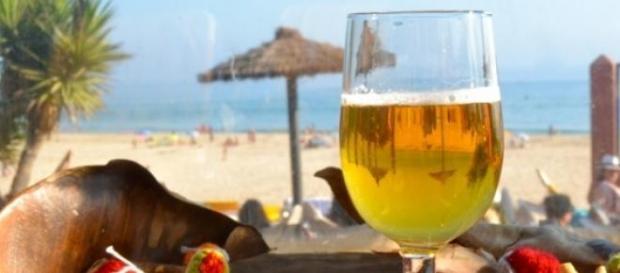 Terraza con una refrescante cerveza