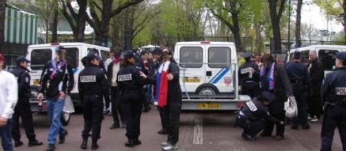 Dispositif policier autour du Parc des Princes.