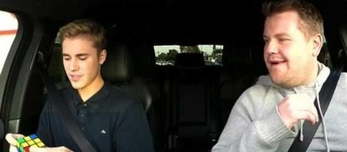 Justin Bieber e James Corden no Carpool Karaoke