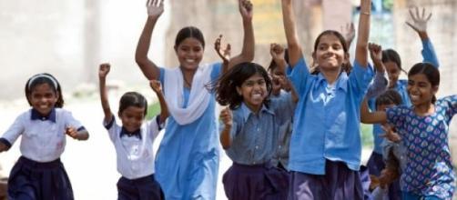 Les jeunes filles ont droit de vivre leur enfance.