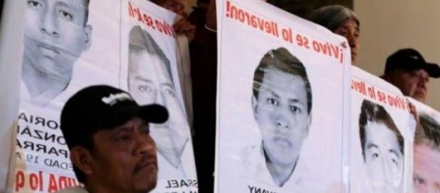 fugitivos, 43 estudiantes muertos