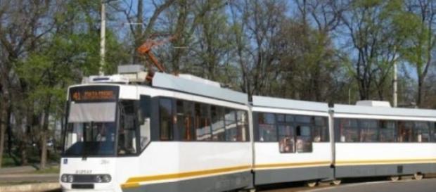 Tramvaiul 41 circulă pe ruta Casa Presei-Ghencea