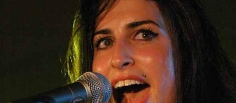 Amy Winehouse cantando en vivo en 2004