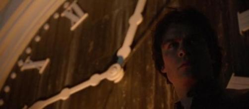 Damon sulla torre dell'orologio di Mystic Falls