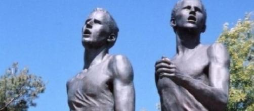 Statue of Bannister and Landy in Vancouver