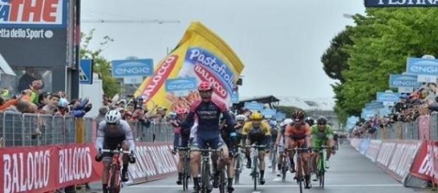 Giro : Modolo gagne, Aru en rose, détrone Contador