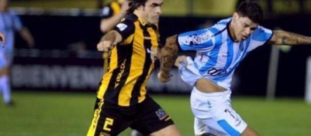 Maldonado peleando la jugada con Bou