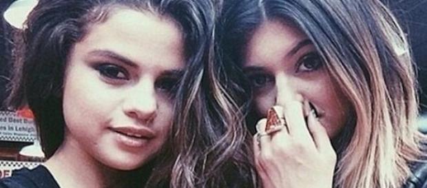 Selena Gomez et Kylie Jenner.