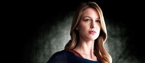 Melissa Benoist en un promocional de Supergirl