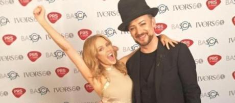 Kylie Minogue junto a Boy George