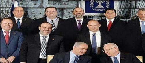 I giornali ultra ortodossi ebrei cancellano le donne dalle foto