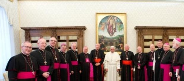 Czy biskupi zaczną rządzić Polską?