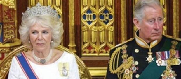 O príncipe Carlos e Camilla Bowles no parlamento
