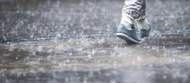 Vin zile cu ploi, vânt şi grindină
