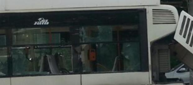 autobuzul avariat în accident