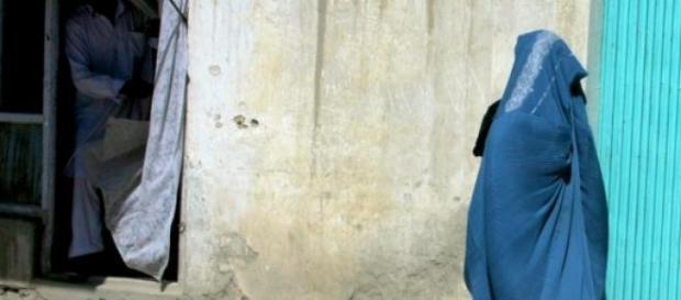 Mulher muçulmana a utilizar a burqa
