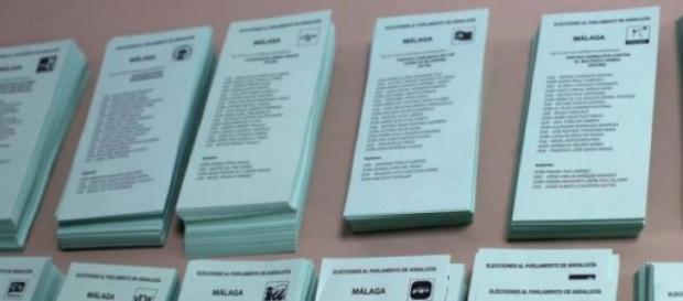 Papeletas electorales en imagen de archivo