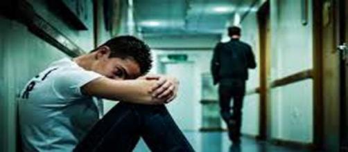 Dipendente isolato e depresso