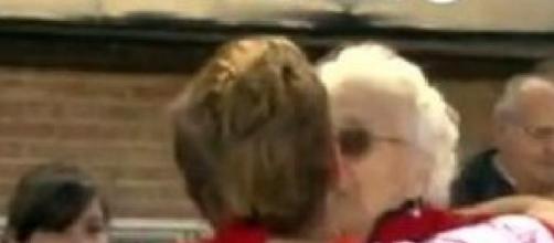 El abrazo de Lautaro Rinaldi con su abuela.