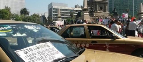 Taxistas capitalinos protestan contra Uber
