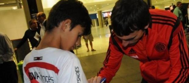 Barovero fue recibido por los hinchas en Brasil.