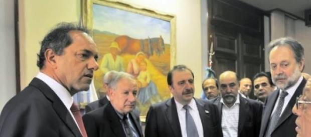Daniel Scioli (izquierda) reunido con empresarios
