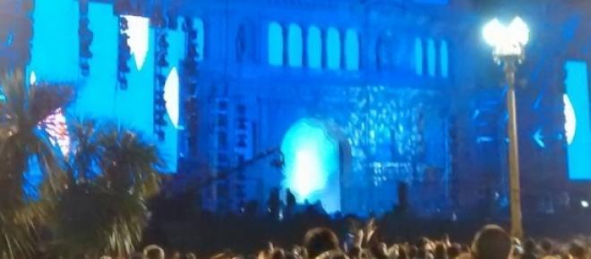 Imagen tomada en la Plaza de Mayo, en el marco de los festejos por el aniversario de la Patria. (no pude ajustar el tamaño para que no se encime con el texto).