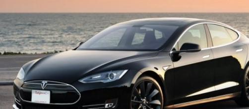 """Tesla modelo """"S"""" en imagen de archivo."""