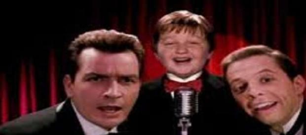 Charlie, Jake y Alan en Two and a Half Men