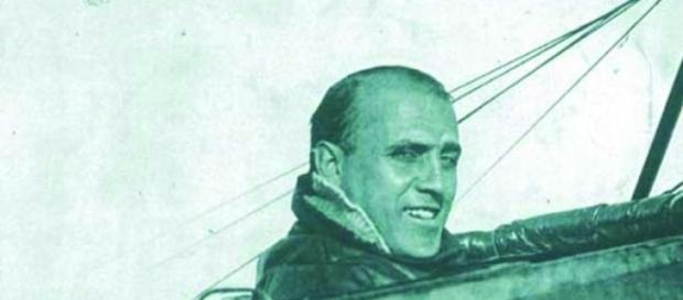 Jorge Newbery a bordo de su avión.