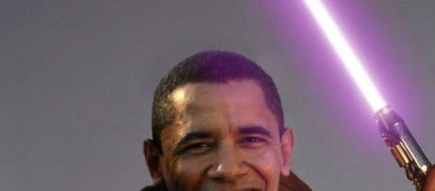 Montaje de Barack Obama con una espada láser