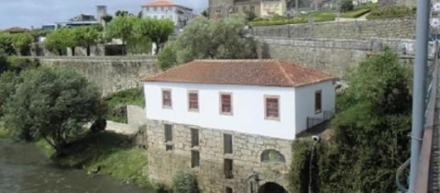 Vista da Casa da Azenha  da ponte Medieval
