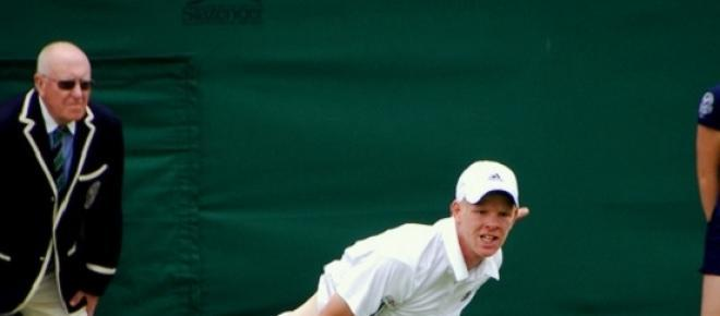 Kyle Edmund on grass picture