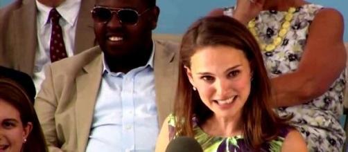 Natalie Portman durante discurso na Harvard.