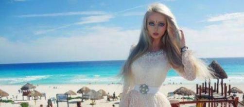 Valeria Lukyanova clone di Barbie (foto facebook)