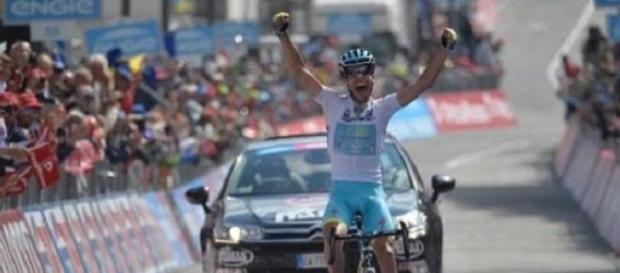 Aru gagne la 19e étape du Giro et dépasse Landa !
