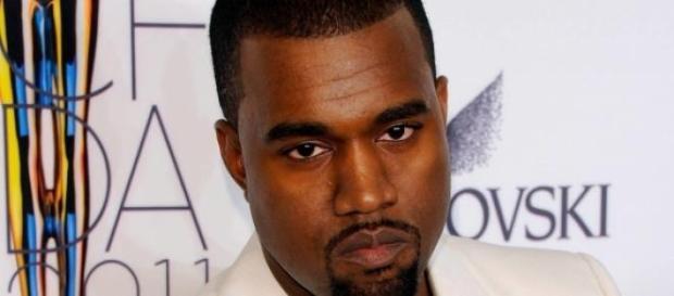 Kanye West es fuertemente abucheado