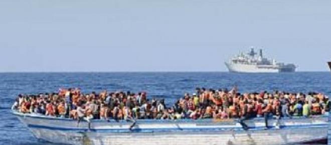 Mais de 741 imigrantes clandestinos resgatados no Mediterrâneo pela Guarda Costeira