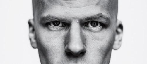 Jesse Eisenberg da Mark Zuckerberg a Lex Luthor