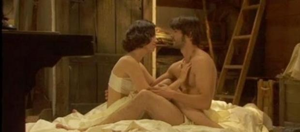 Il segreto: Maria e Gonzalo amanti.