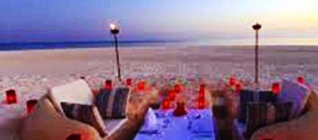 Una cena inolvidable con el mar como testigo