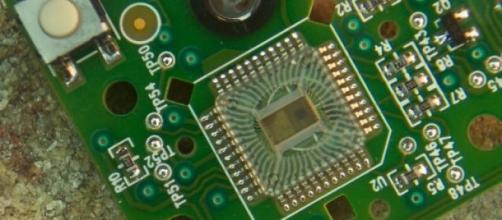 Circuito integrado en una placa electrónica