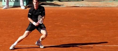 Confident Murray through to last sixteen