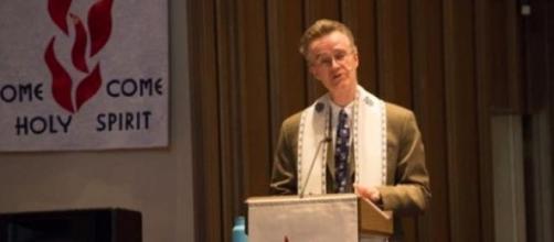 Un pasteur demande pardon à tous les homosexuels