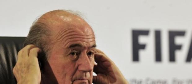 Blatter se aferra al poder en FIFA
