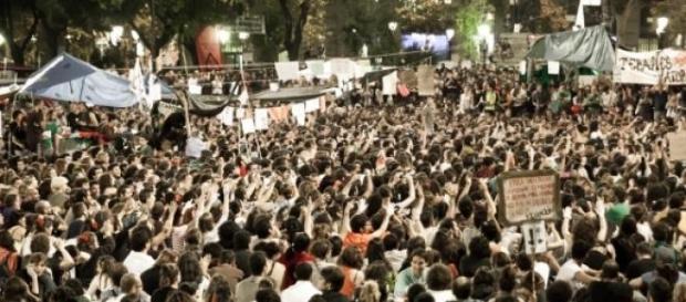 Imagen de archivo de indignados en una plaza