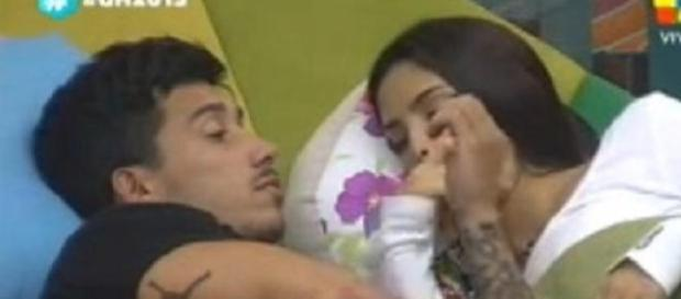 Nico trata de tranquilizar a María Paz.